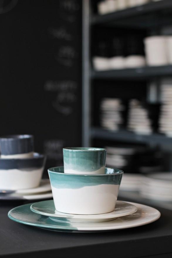 keramik teal vit moltazdesign inredning cramics dipdye henrick eriksson